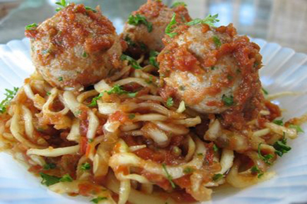 [Raw Vegan Recipes] An All-Around Favorite: Raw Zucchini Spaghetti and Walnut Meatballs