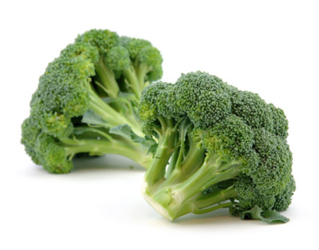 The Benefits of Broccoli: Raw Food Soup and Salad Recipes the Whole Family Will Love